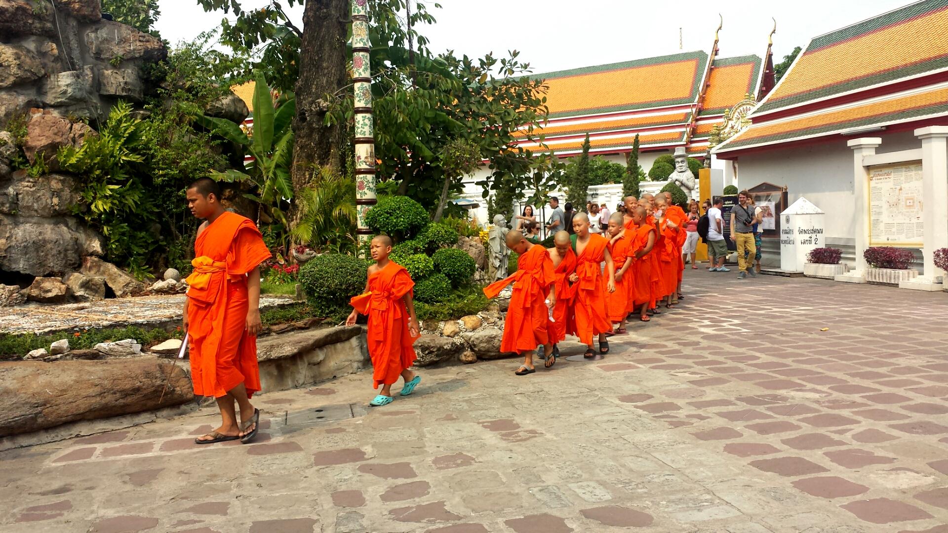 Bangkok_Thailand_Buddhists