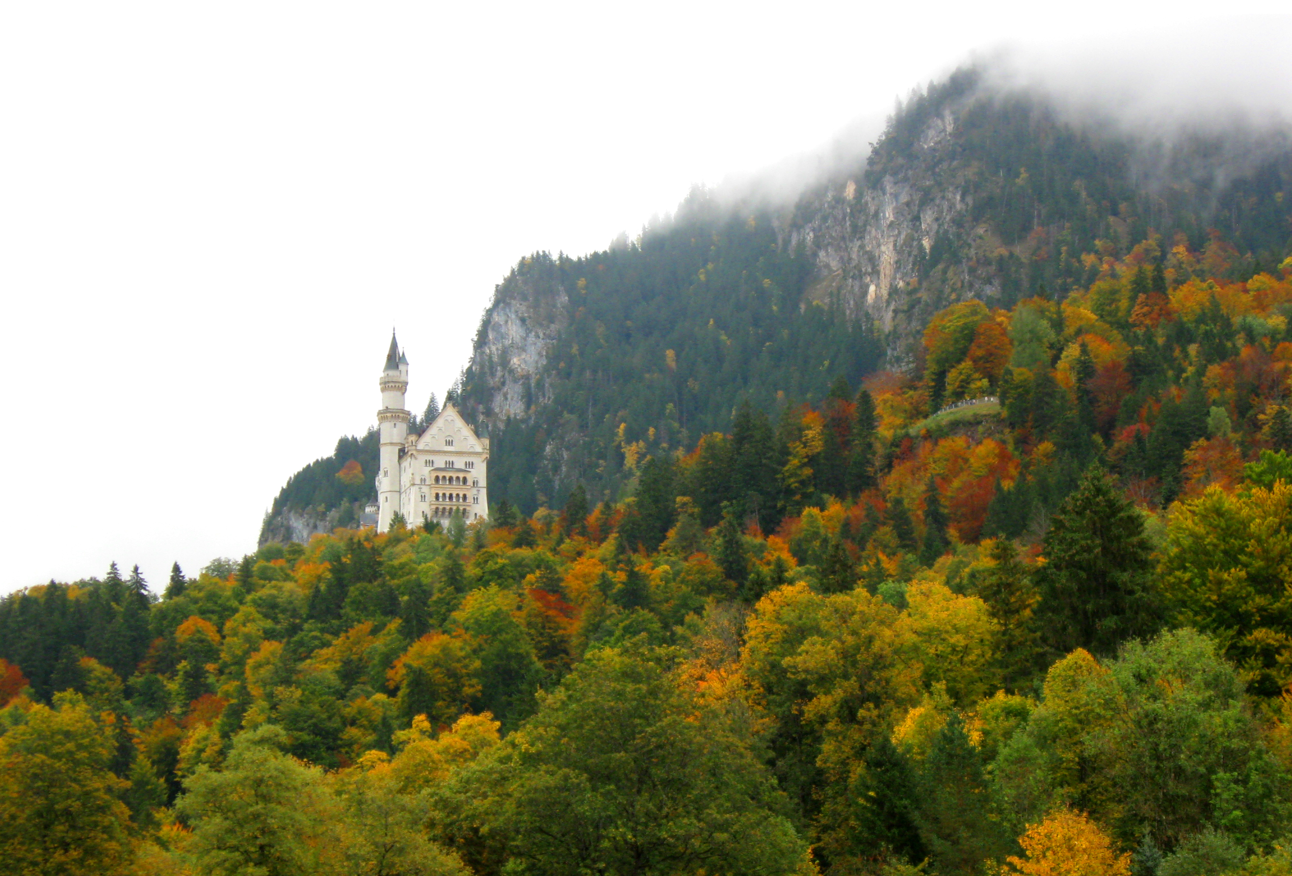 Autumn_Neushwanstein_Castle_Fussen_Germany_Bavaria
