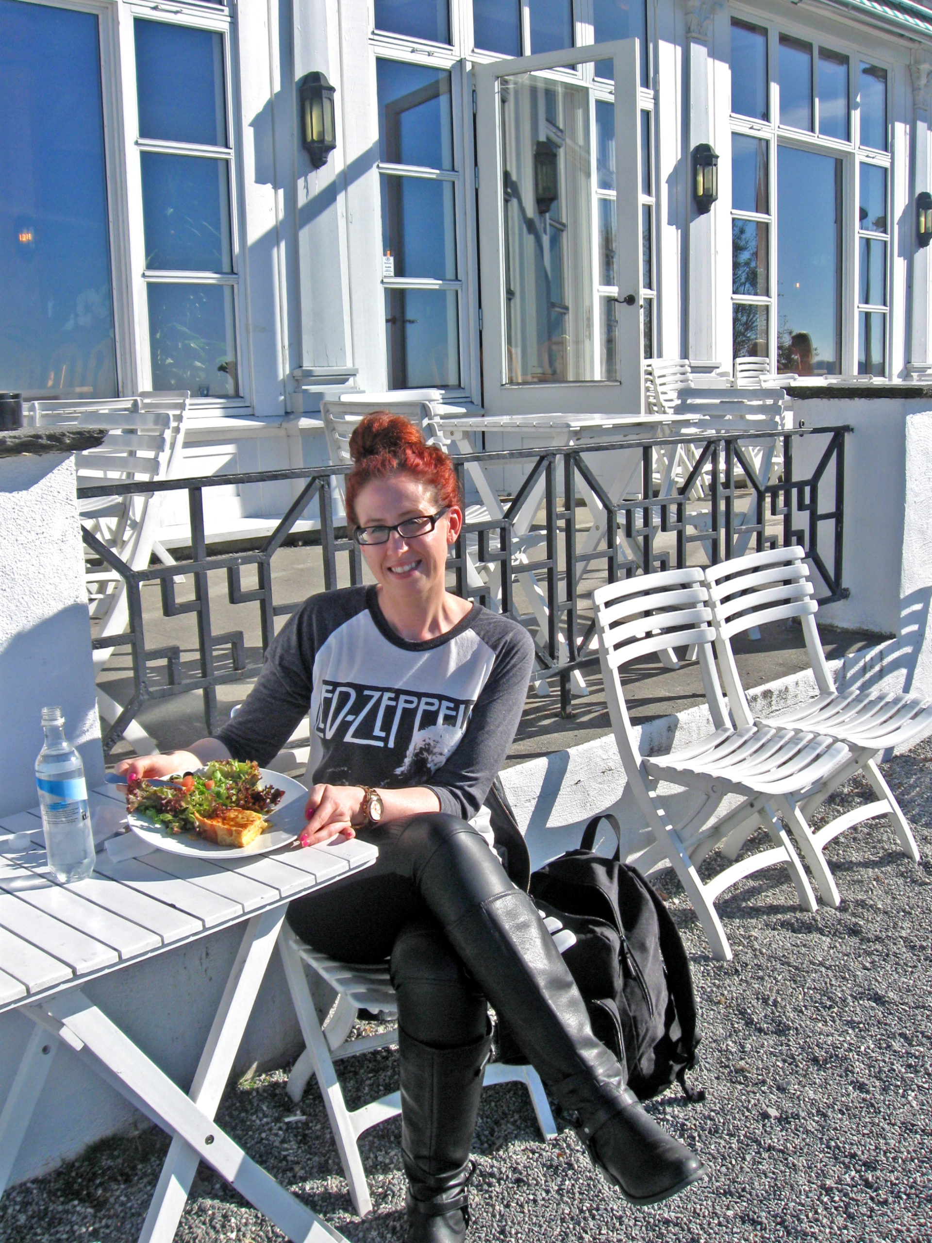 How To Feel Confident Eating Alone While Travelling Solo