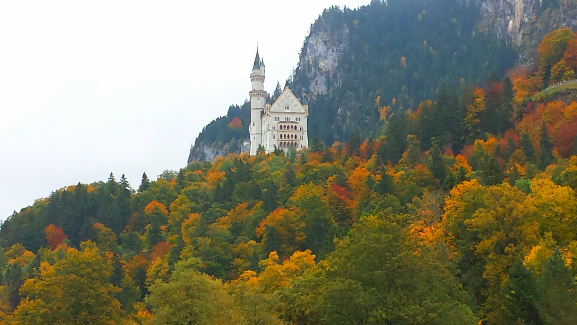 Autumn_Neuschwanstein_Castle_Bavaria_Germany