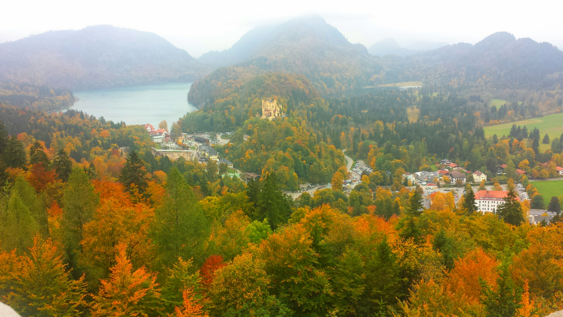 Autumn_At_Neuschwanstein_Castle_Germany