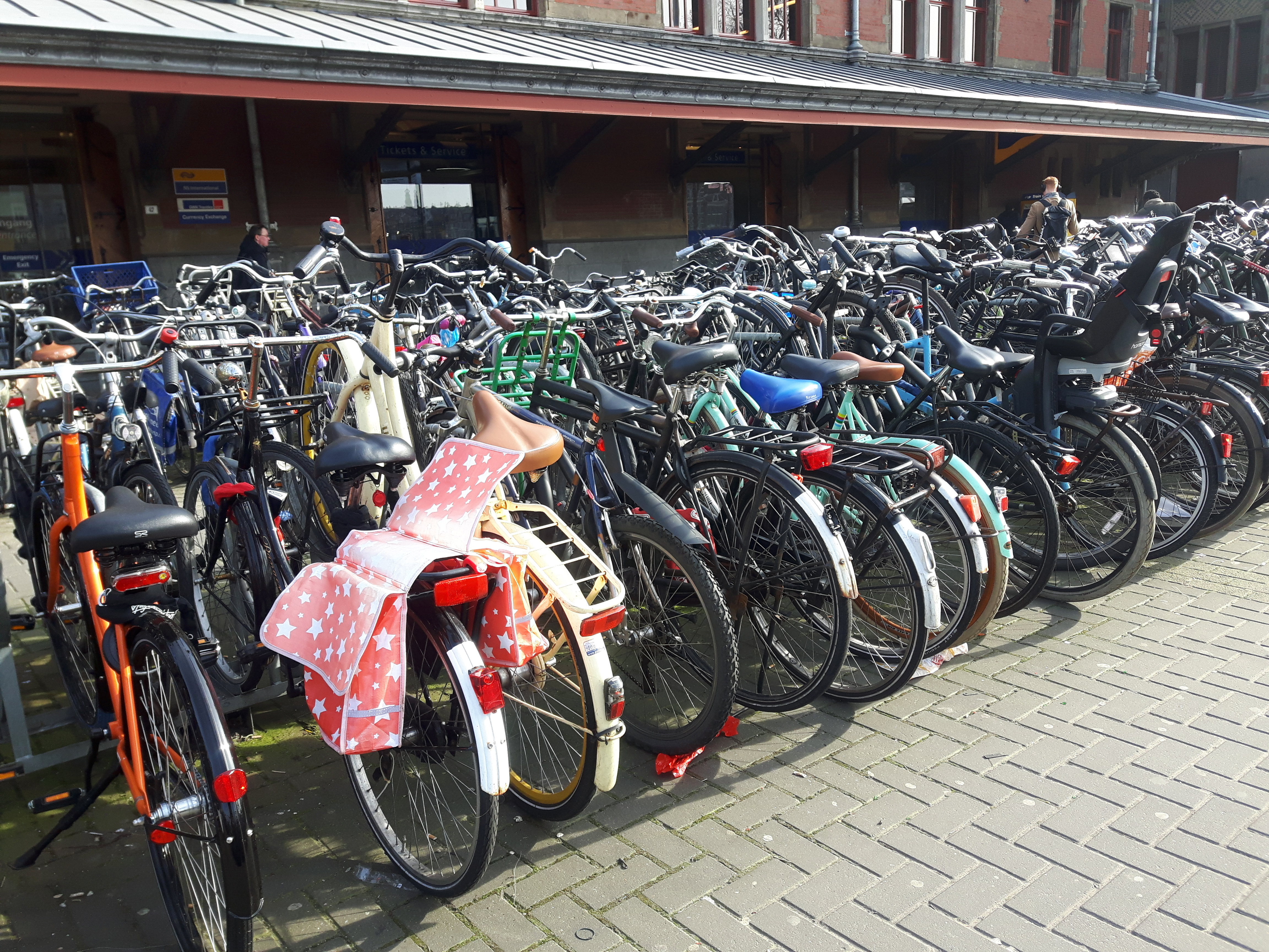 Bikes_Amsterdam_Netherlands