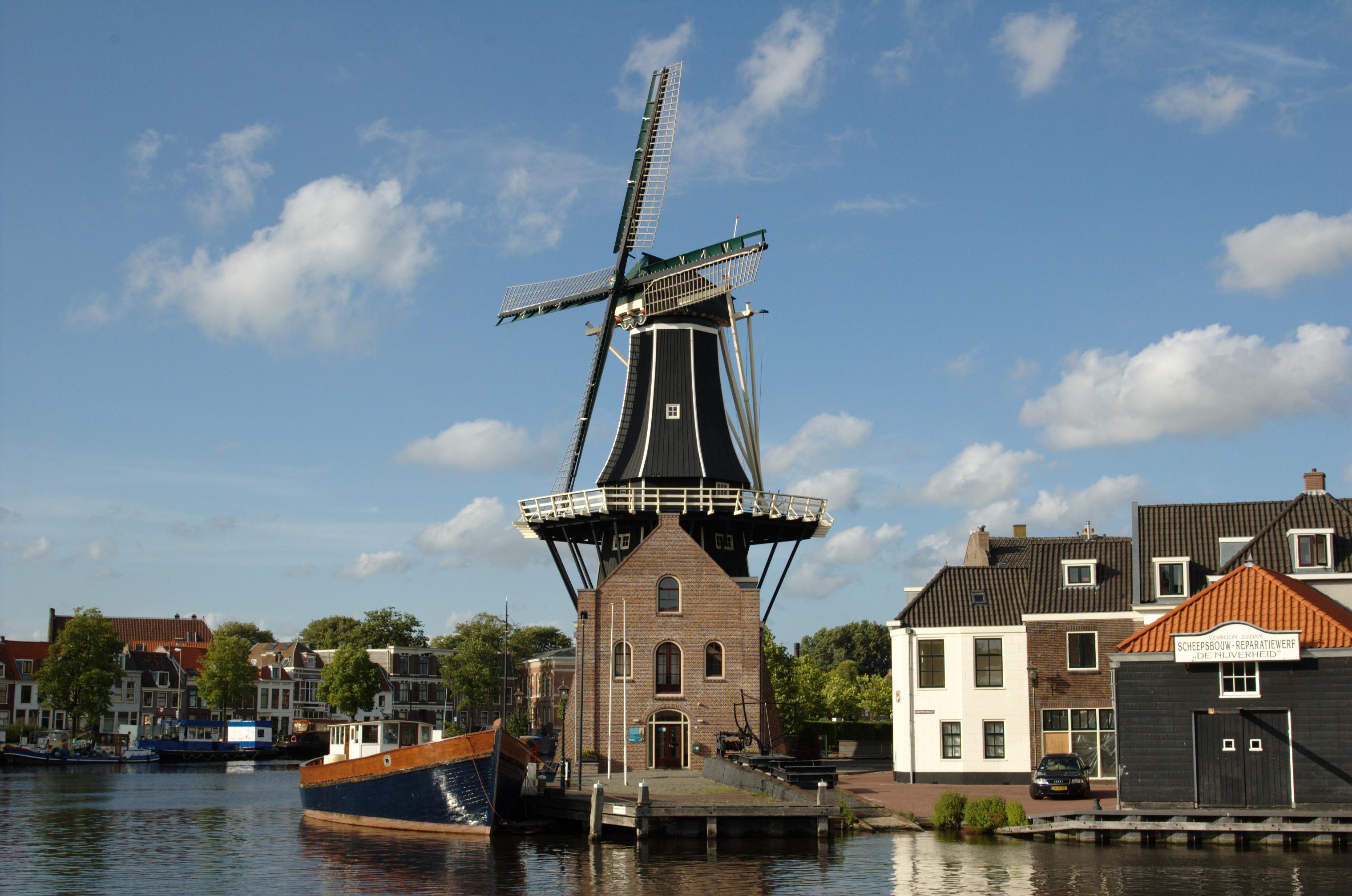 Molen-de-Adriaan-in-Haarlem_Netherlands